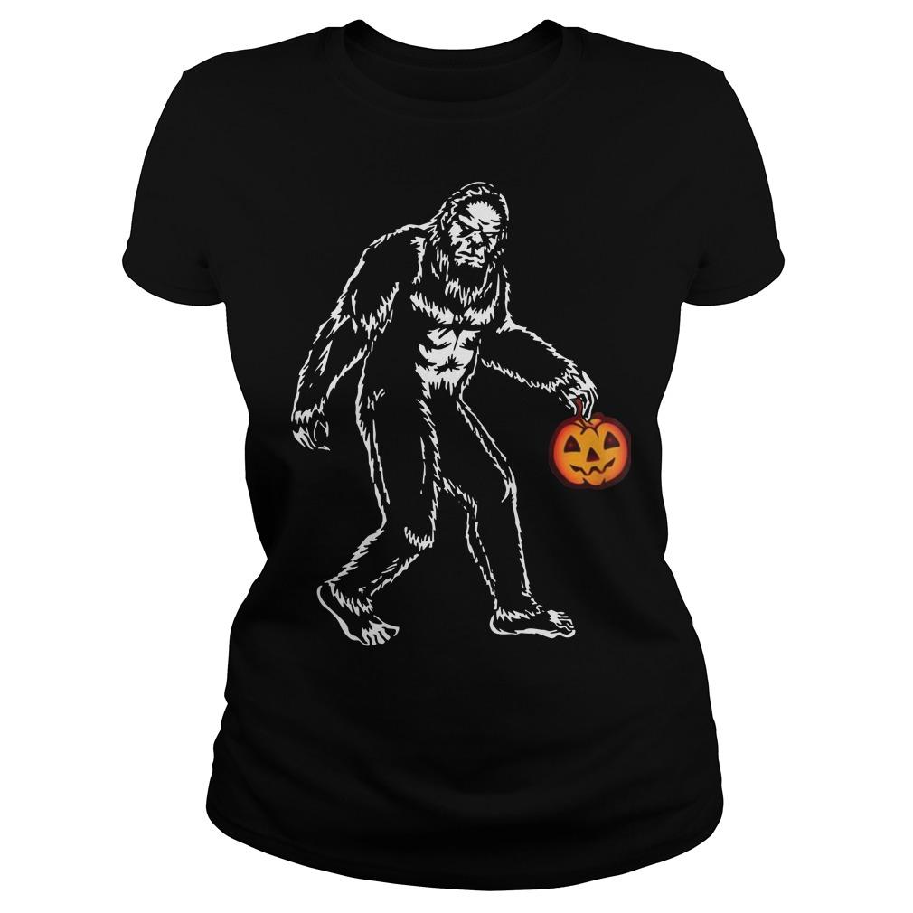 Bigfoot hold pumpkins halloween ladies tee